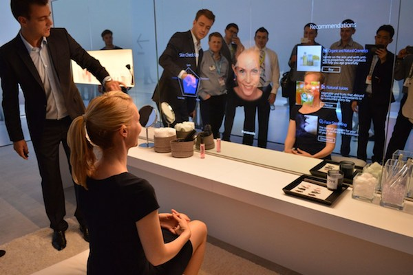 At-IFA-2014-Panasonis-demonstrated-a-miracle-mirror-i-look.net
