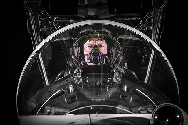 Augmented-reality-helmets-with-Night-vision-for-pilots