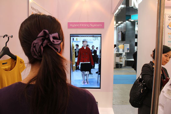 Augmented-reality-helps-to-make-consumer-experience