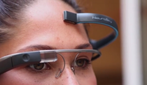 British-developers-have-created-a-program-that-lets-you-control-the-camera-with-a-thought-Google-Glass-i-look.net