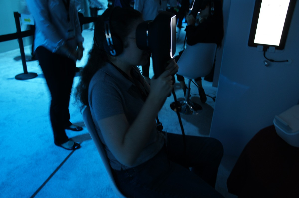 Canon-prototype-of-virtual-reality-which-is-held-not-worn