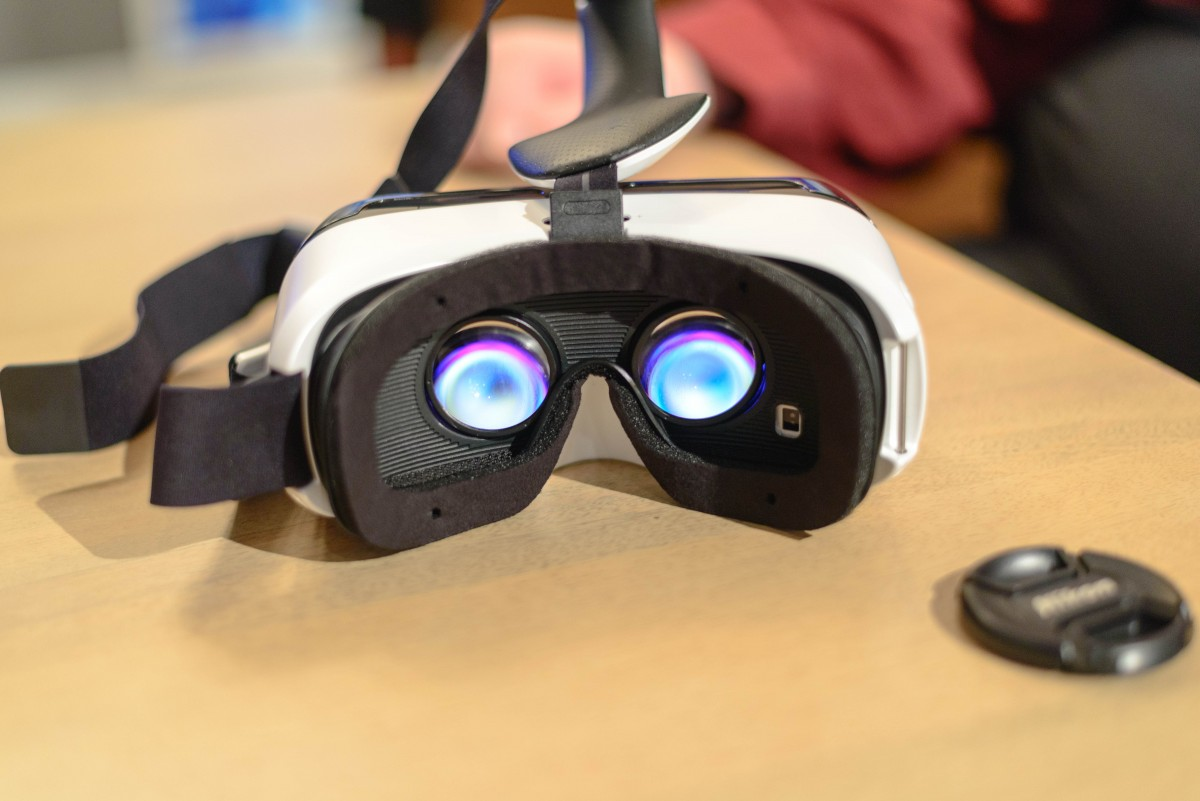 First-mass-virtual-reality-headset-to-buy-or-not