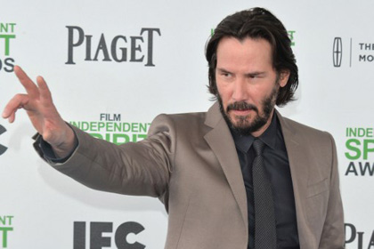 Keanu-Reeves-plans-to-shoot-a-series-of-large-scale-VR-i-look.net
