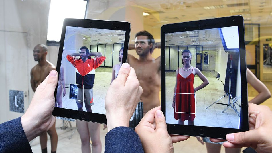 models-get-naked-for-augmented-reality-fashion-show-in-london