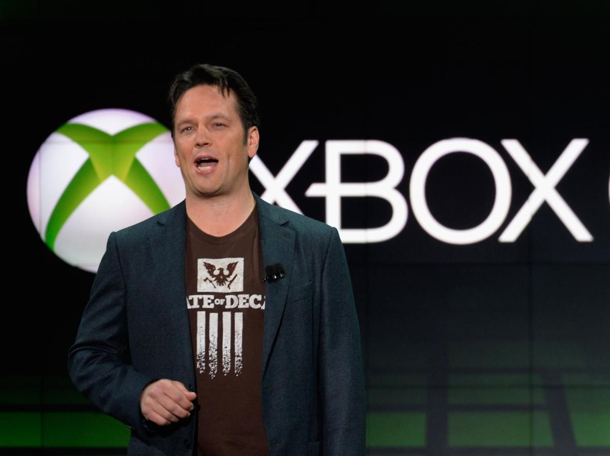 Phil-Spencer-Microsoft-will-make-its-own-virtual-reality-helmet-i-look.net