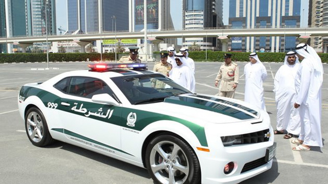 Policemen-from-Dubai-test-Google-Glass-for-traffic-service