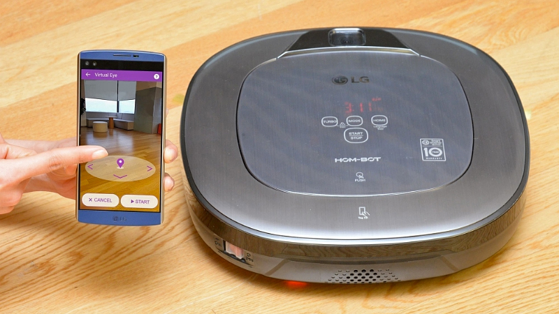 Robit-cleaner-LG-Hom-Bot-with-augmented-reality