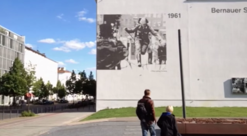 The-history-of-the-Berlin-Wall-opened-in-a-new-application-from-Metaio-and-Timetraveler-Augmented-i-look.net